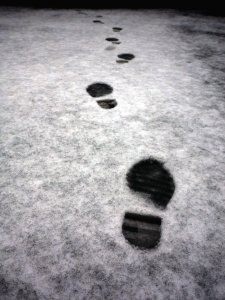 footprints_in_the_snow_by_moon_noir-d5yw6k7