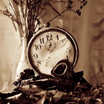 broken_clock_by_ifsantag-d5ecmpi