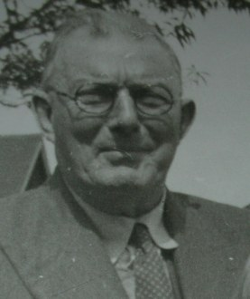 (36a) F.T.DAVIES - 1956 Joseph Davies Snr.