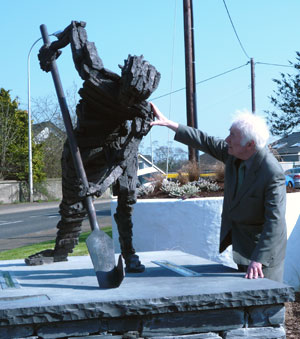Heaney and Digging Statue