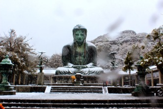 great-buddha-kamakura-covered-in-snow