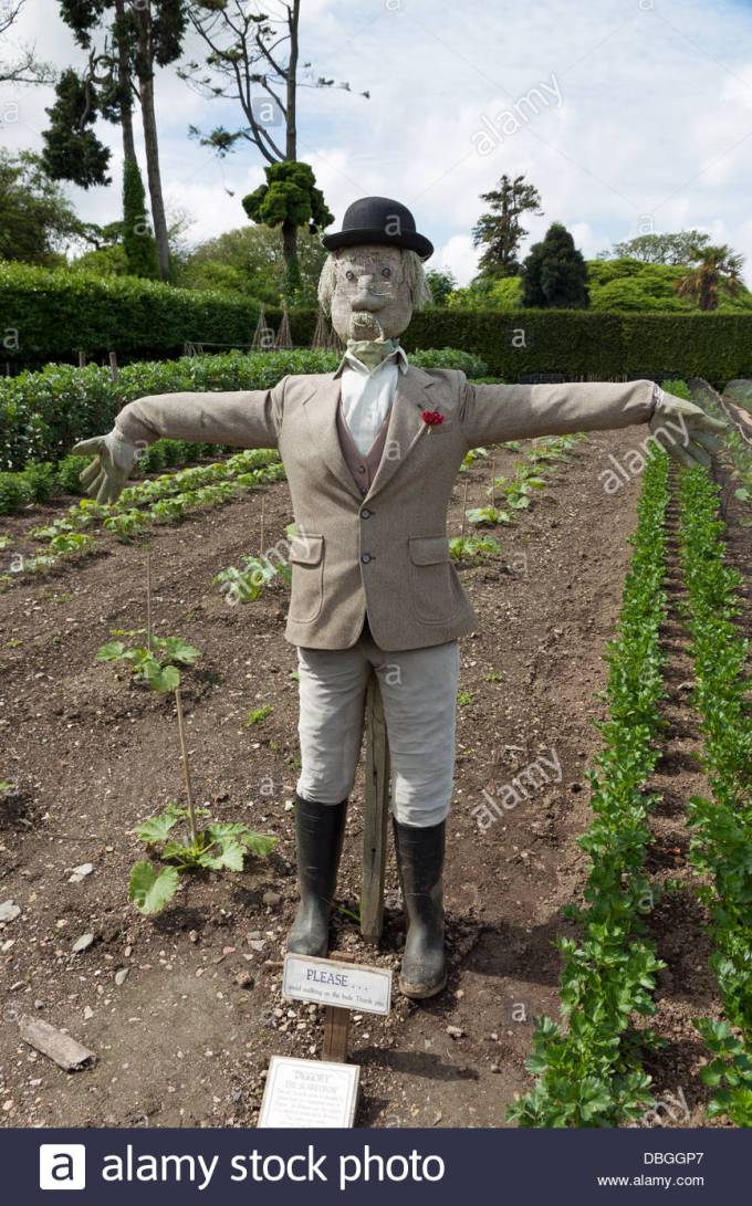 posh-scarecrow-guards-the-lost-gardens-of-heligan-DBGGP7